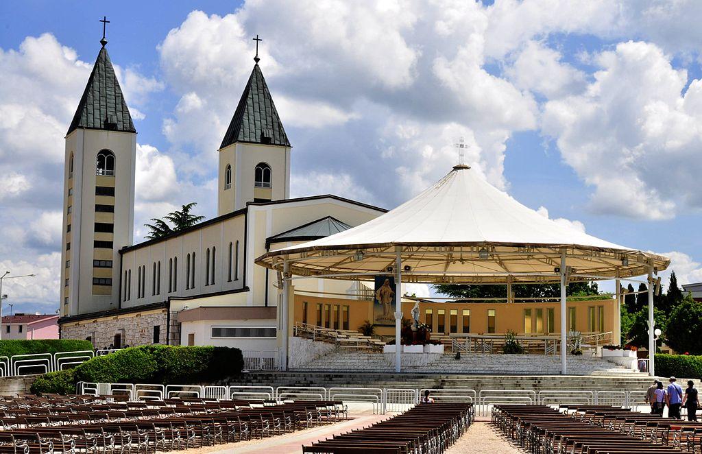1024px-Saint_James_Church_(St._Jakov)_Medjugorje_-_Hotel_Pansion_Porta_-_Bosnia_Herzegovina_-_Creative_Commons_by_gnuckx_(4695267532)